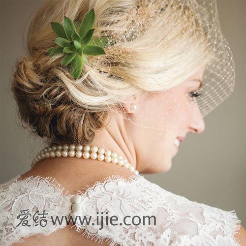 最受欢迎的优雅盘发新娘发型