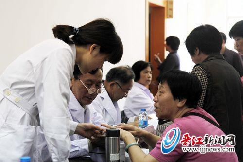 晋江首个老年义诊站面临发展压力