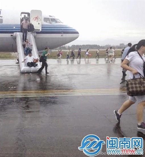 厦航飞机误报火警 121名乘客急逃生—闽南要闻—晋江