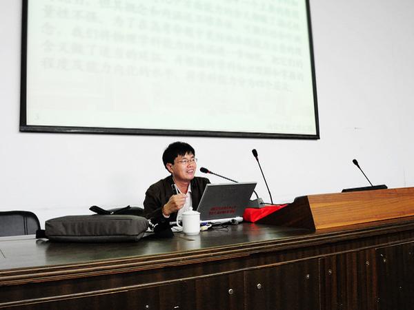 侨声中学 泉州师院物信学院院长杨惠山教授莅校讲学