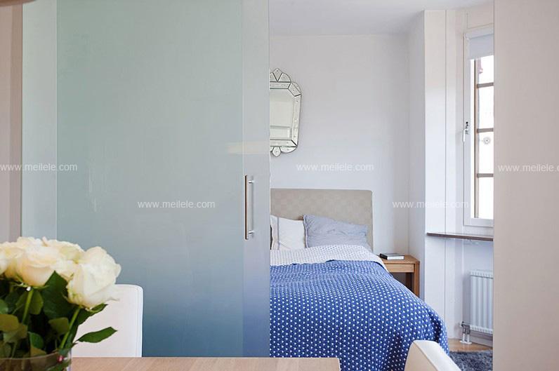 卫生间等都可以巧妙的利用玻璃隔断门达到完美的装饰效果,在