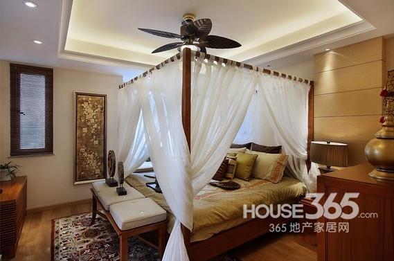 印度風情家裝效果圖:臥室全景,雖然空間不大,但是設計的特別緊湊吧.