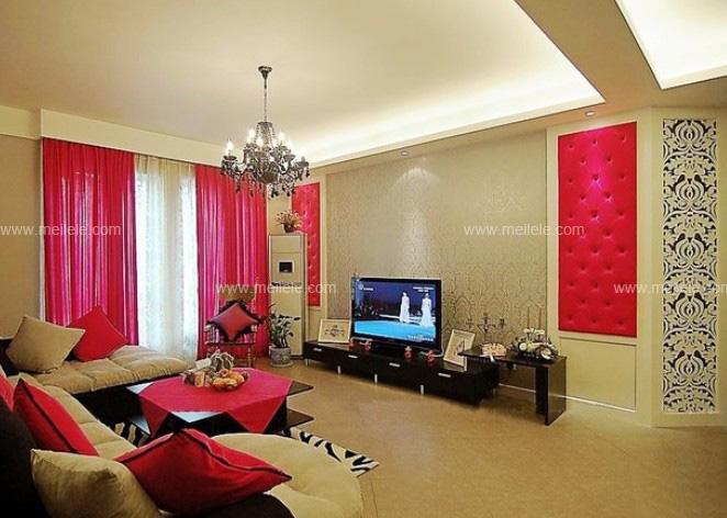 简约欧式客厅效果图:整个客厅空间设计红色色彩的窗帘成了主角,