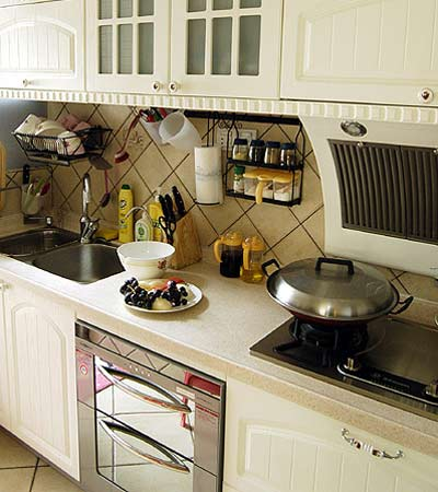 一进门鞋柜装修效果图:厨房,铁艺搁物架