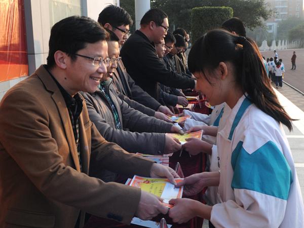 侨声中学举行2014年春颁奖典礼