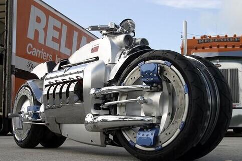 """据了解,""""战斧""""摩托车由美国克莱斯勒汽车公司生产,全球限量高清图片"""