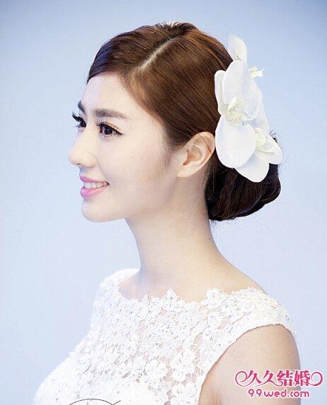 甜美的韩式新娘盘发发型推荐