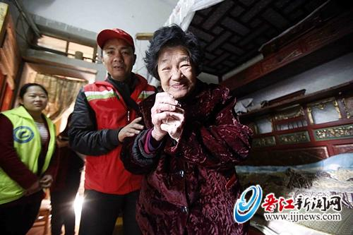"""""""暖冬行动""""播撒希望 爱心惠及230余困难家庭"""