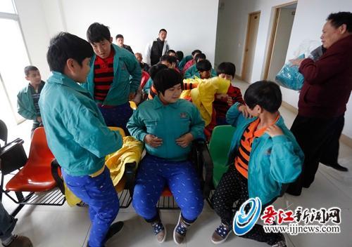 【暖春行动】200件外套送往福利院和救助站