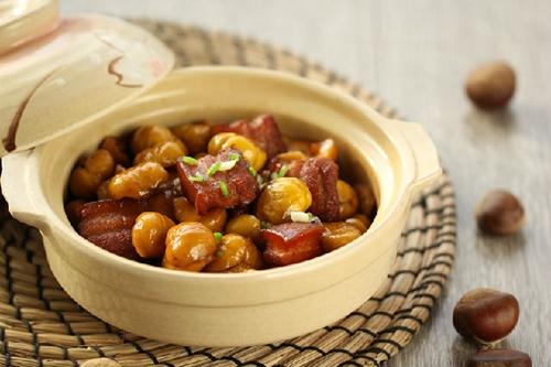 这个季节最IN的经典大肉菜---栗子红烧肉