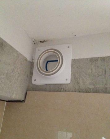 安装厨房卫生间止逆阀.图片