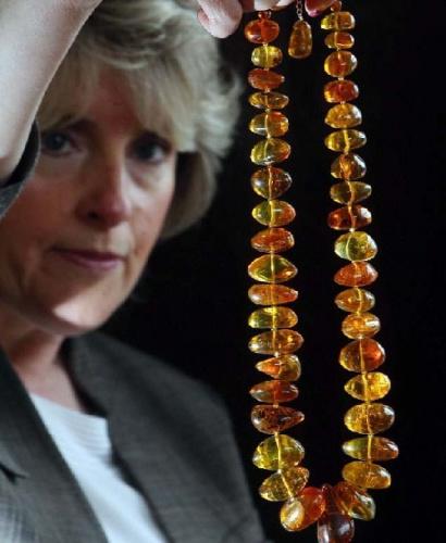 4000万年前琥珀所串项链将拍卖 估价1万英镑