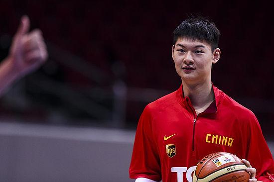 王哲林入选NBA灰熊队
