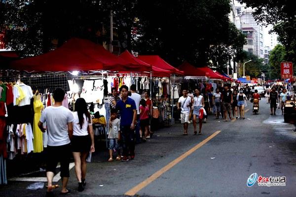 青阳阳光社区疏堵结合打造夜市街区