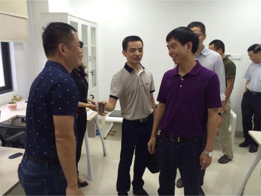 吴忠刘部长首先参观了集成电路产业园区和晋华项目沙盘,详细了解