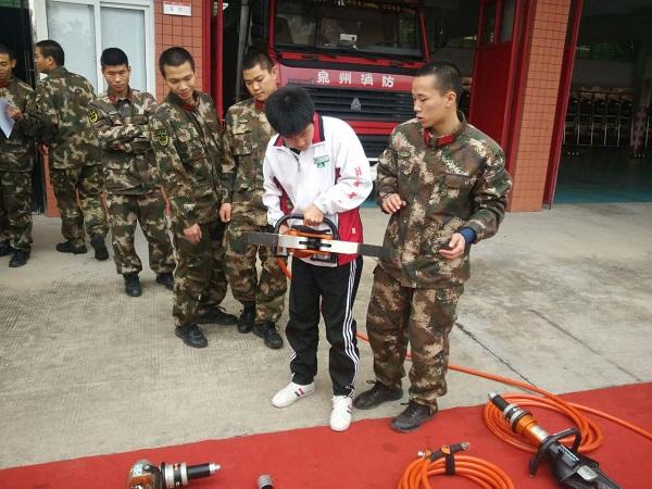 安海职校:组织学生走进消防中队参观体验