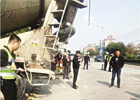 晋江一水泥罐车肇事 9岁女孩遭后轮3次碾压身亡