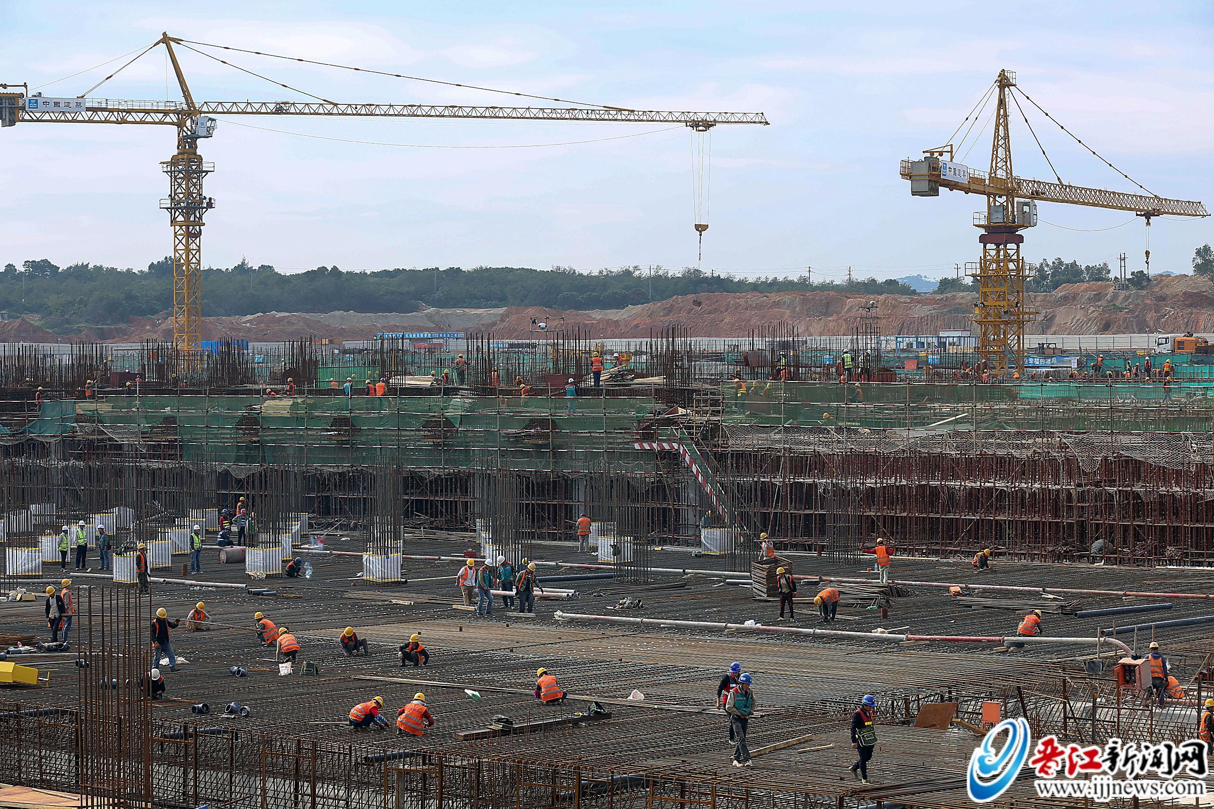 晋华集成电路项目2000多人齐作业:抢晴战雨 现场施工忙