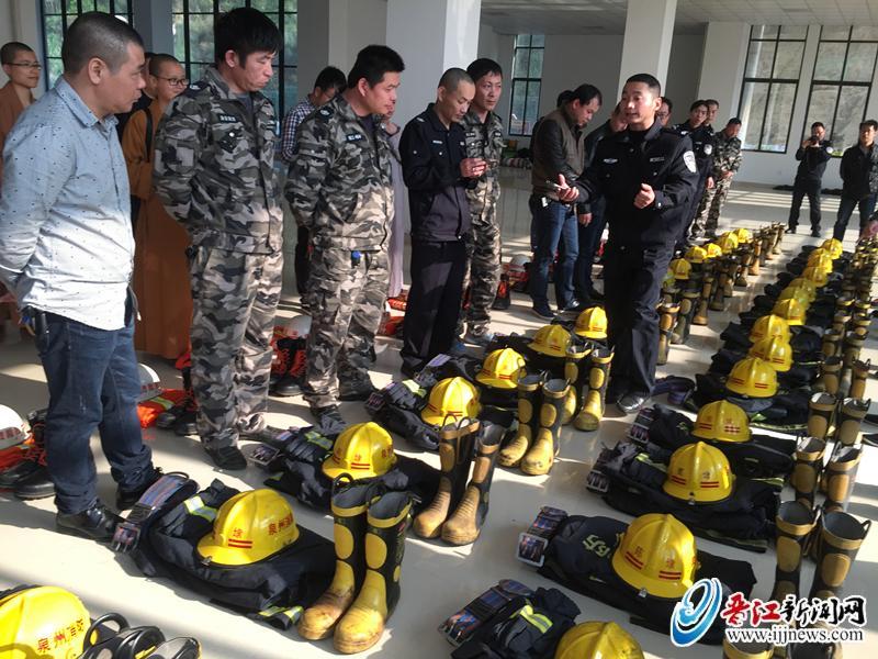 晋江消防大队向22个重点微型消防站配发训练装备
