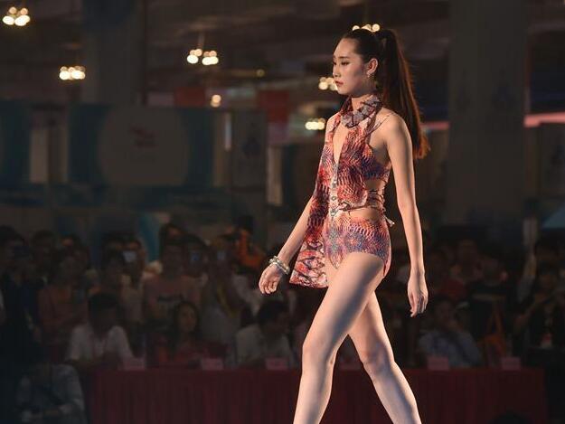 晋江:时尚泳装秀
