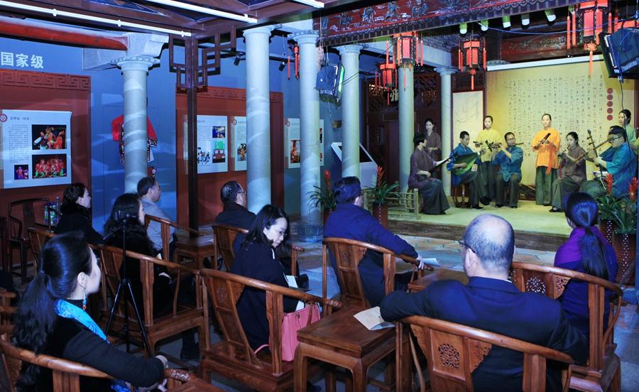 中国曲艺家协会驻会副主席、分党组书记董耀鹏五店市听南音
