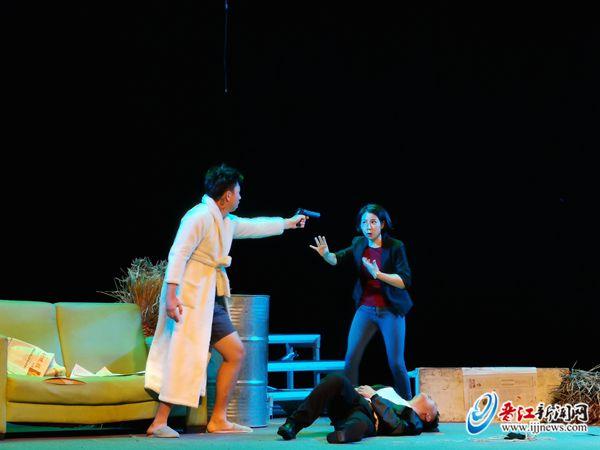 话剧《八个人十分钟》 在晋江戏剧中心上演