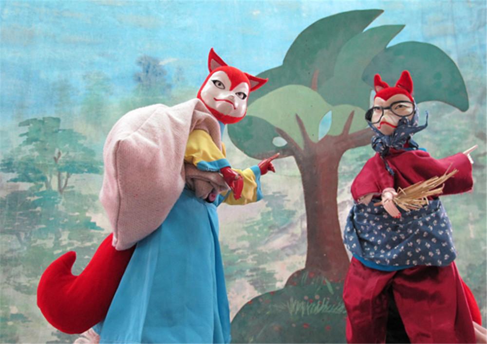 《公鸡、兔子斗狐狸》