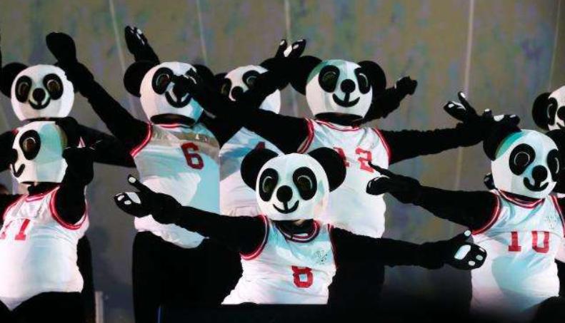 """那不勒斯大运会落幕 成都接棒掀起""""熊猫热浪"""""""