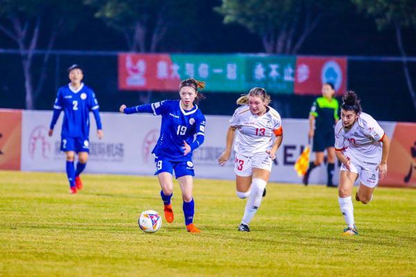 女足中国东华大学0:2加拿大渥太华大学
