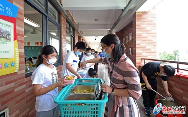 毓英中央小学食堂买卖一周 备受学生欢迎