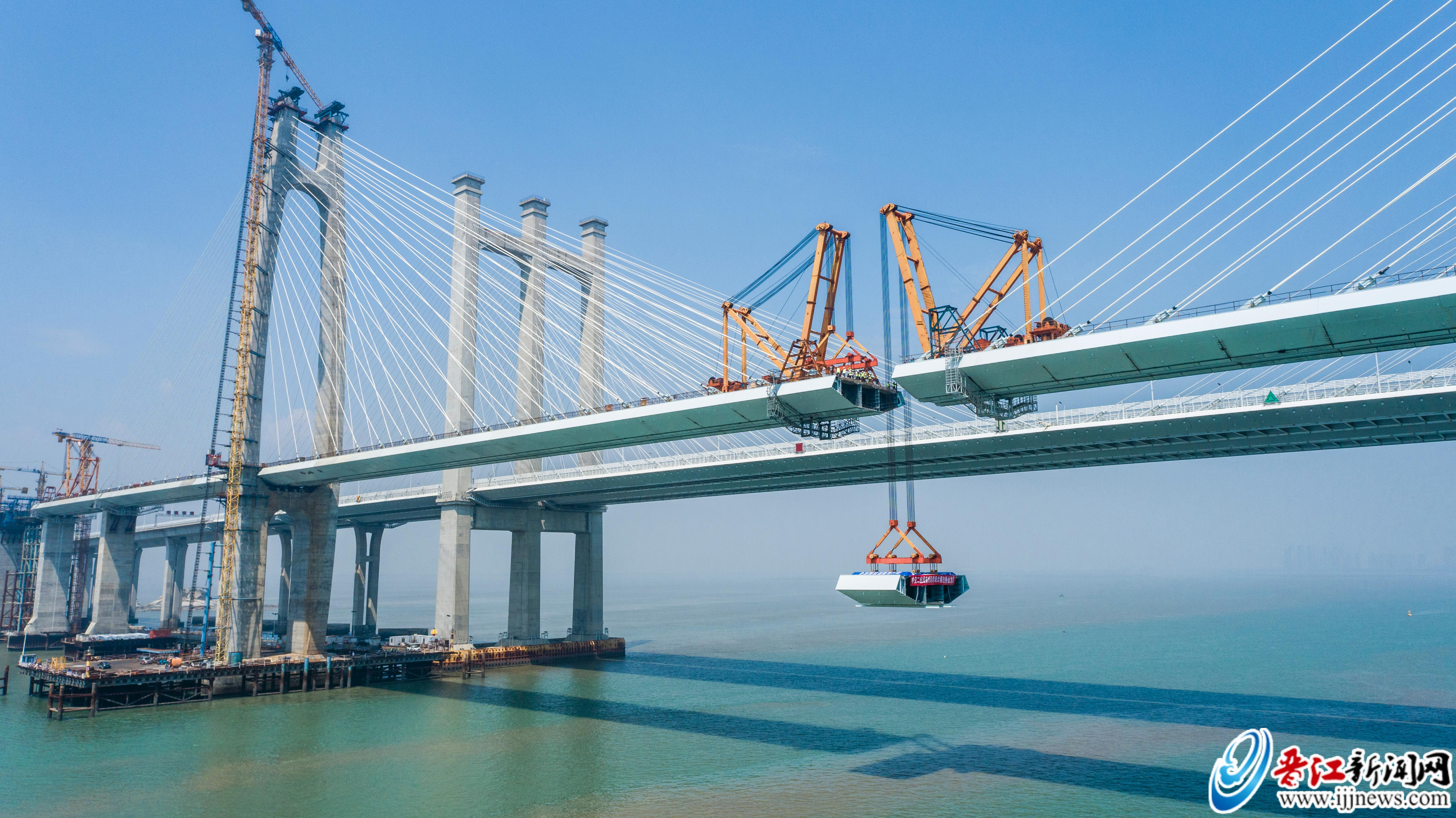 国内首座跨海高铁桥合龙