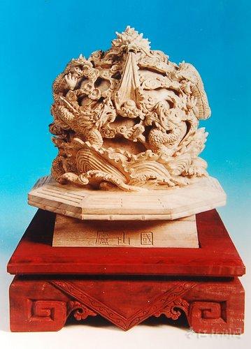 不过客人要求纯粹的木头雕刻